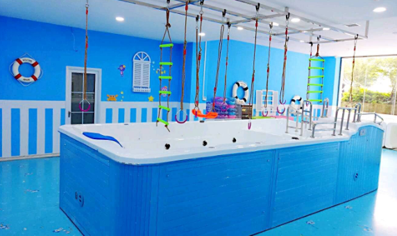 幼儿游泳馆加盟,爱儿乐婴幼儿游泳馆轻松赚钱_1