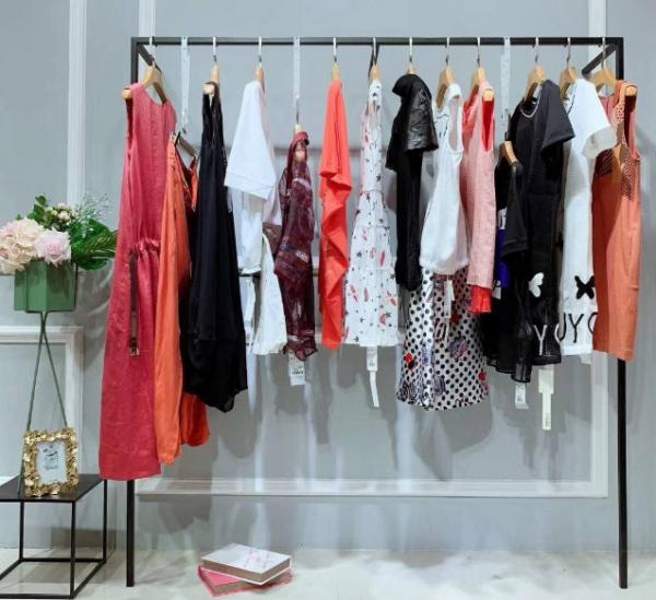 我们去选择女装加盟店如何来选择品牌_1