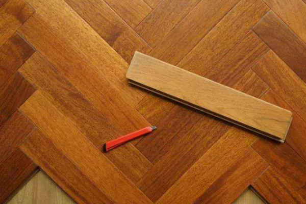 实木复合地板加盟店应该如何运营?_1