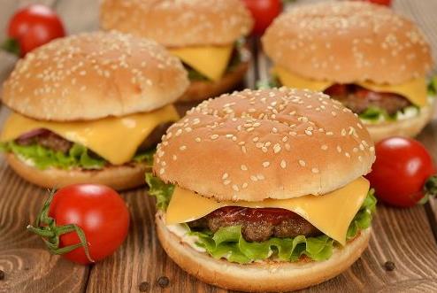 百富烤霸分享三个让汉堡店生意红火的技巧_2