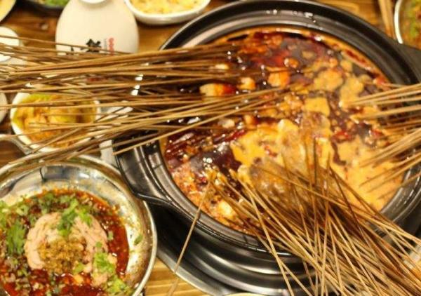 川小妖锑锅串串香 来自成都的风味小吃_2