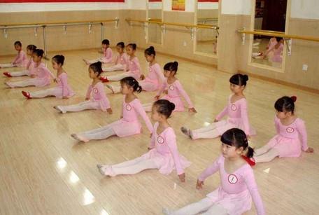 开舞蹈培训班之前最好先了解清楚舞蹈培训班的相关信息