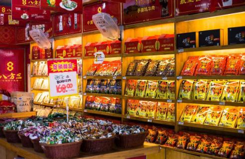 一个县城开一个零食专卖店一下大概投资需要多少钱