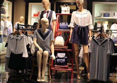 新手开女装店是加盟的比较好吗?lily女装加盟全部帮你开店